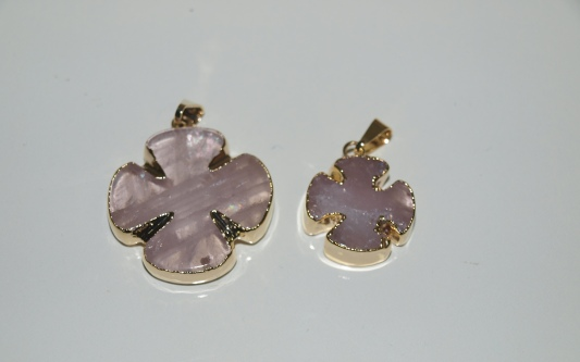 Stones from Uruguay - Polished  Rose Quartz Clover Pendant, Gold Plated