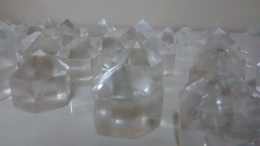 Stones from Uruguay - Polished Clear Quartz Crystal Point with 12 Facets(3x3x3cm)