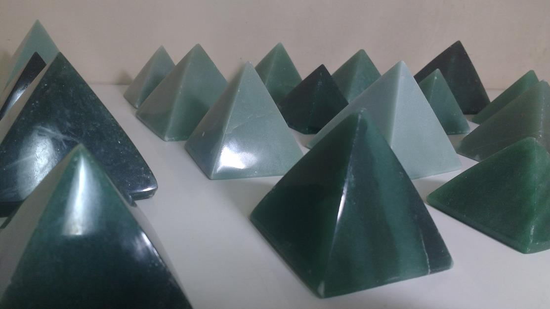 Stones from Uruguay - Green Quartz Crystal Pyramid