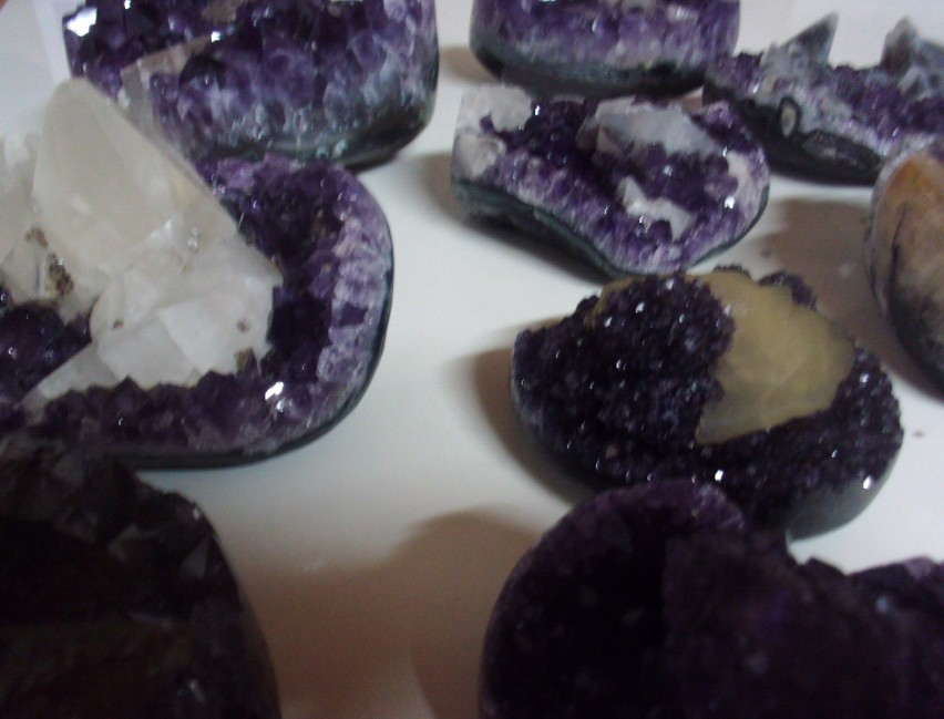 Stones from Uruguay - Amethyst Druzy Heart with Calcite (per kilogram)