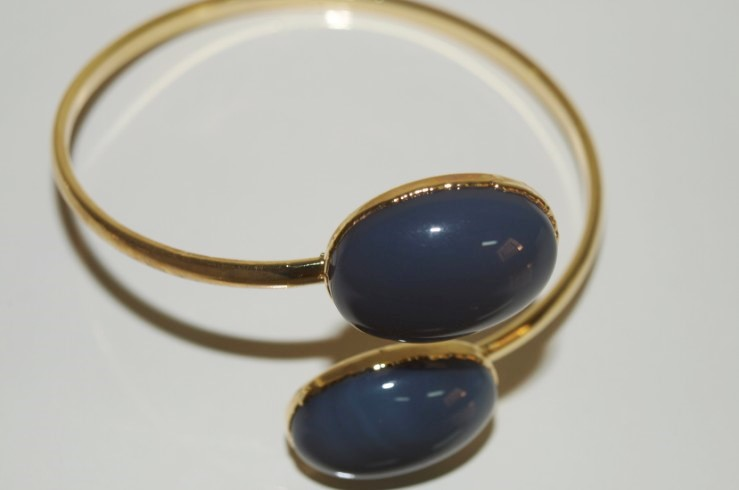 Stones from Uruguay - Grey Agate Oval Cabochon Bracelet, Gold plated