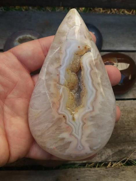Stones from Uruguay - Druzy Agate Geode Teardrop for Home and Gift/Crystal Agate Geode Druzy Quartz Geode Teardrop  Figurine Decoration