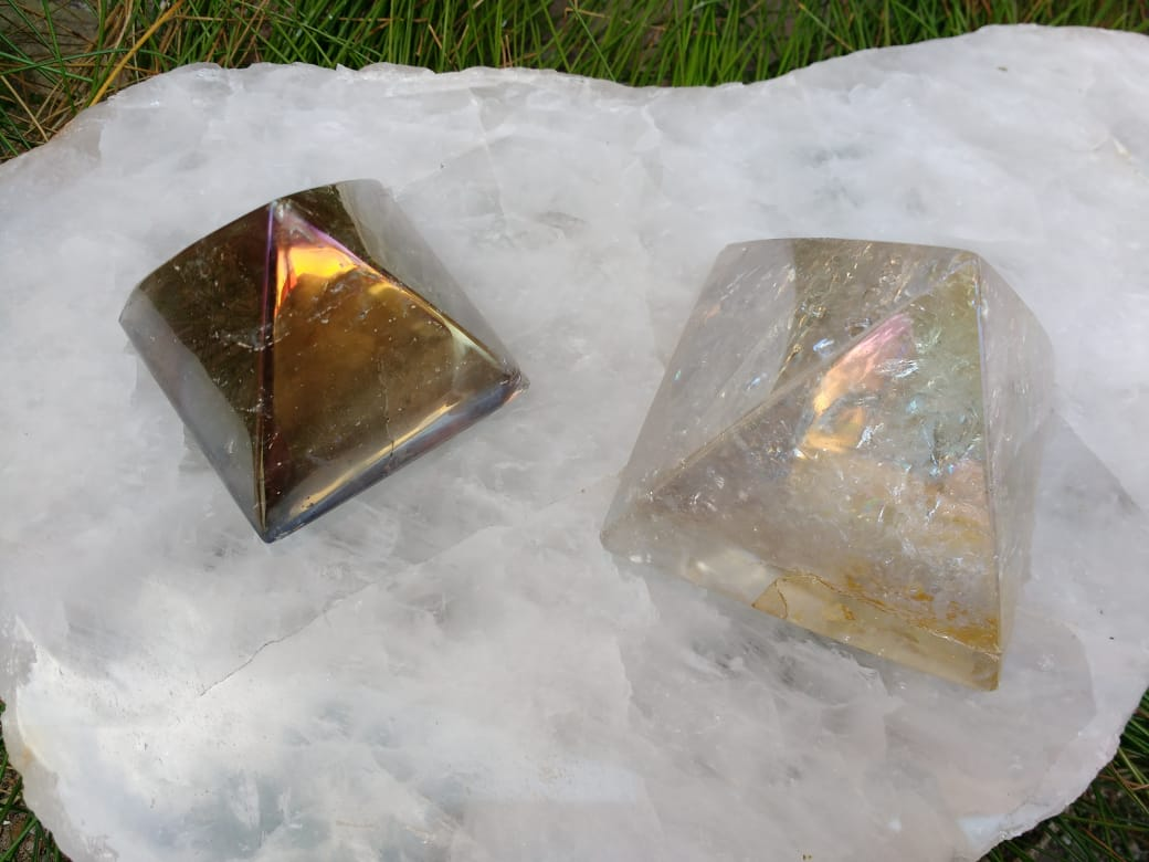 Stones from Uruguay - Angel Flame Aura Smoky Quartz Pyramids - Angel  Royal Aura Smoky Quartz Pyramids - Titanium Aura Smoky  Quartz  Pyramids