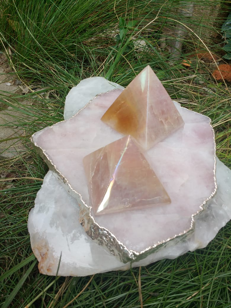 Stones from Uruguay - Angel Flame Aura Pink Quartz Pyramids - Angel  Royal Aura Rose Quartz Pyramids -  Titanium Aura Coated Rose Quartz Pyramids - Angel Aura Titanium Treated Rose Quartz Pyramids