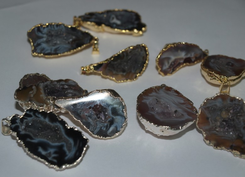 Stones from Uruguay - Agate Geode Druzy Pendant