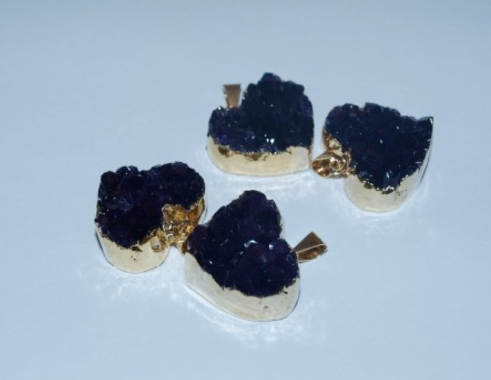 Stones from Uruguay - Amethyst Druzy Heart Pendant with Gold Plating (dark purple)