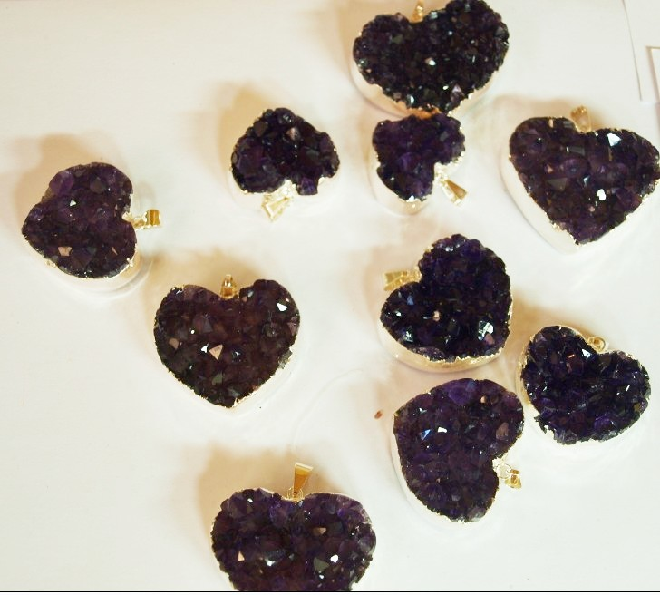 Stones from Uruguay - Amethyst Druzy Heart Pendants with Gold Plating (dark purple)