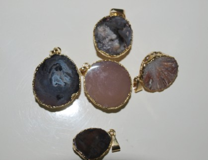 Stones from Uruguay - Half Round Mini Agate Pendant with Gold Plated