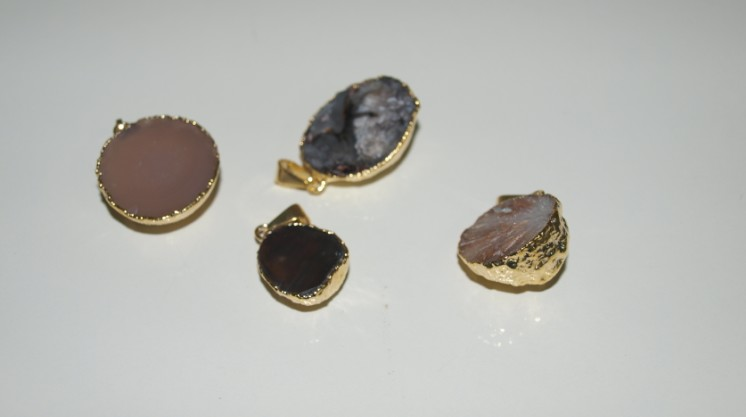 Stones from Uruguay - Half Round Mini Agate Pendant with Gold Plating