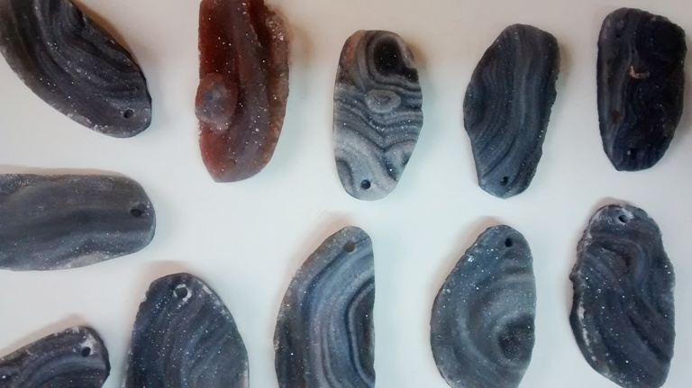 Stones from Uruguay -  AGATE SHELL WITH DRILLED HOLE(36-50MM)