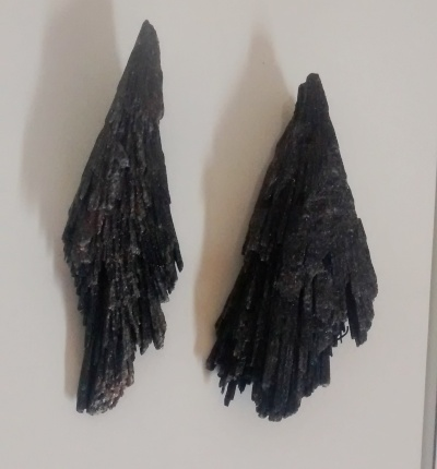 Stones from Uruguay - BLACK KYANITE FOR PENDANTS