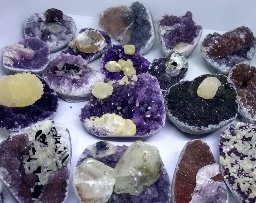 Stones from Uruguay - MIXED COLORS AMETHYST DRUZY CAKES WITH CALCITE  - MIXED COLORS AMETHYST CLUSTER CAKES WITH CALCITE