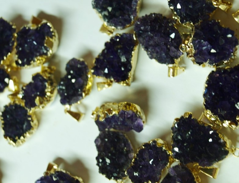 Stones from Uruguay - Mini Amthyst Druzy Pendant with Gold Plating( dark Purple)