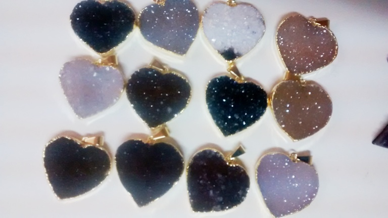 Stones from Uruguay - Druzy heart pendants with gold plating(30mm)