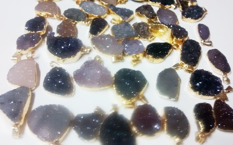 Stones from Uruguay -  DRUZY FREE FORM PENDANTS WITH GOLD PLATING(21-35MM)